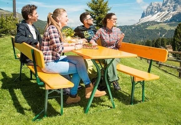 """Klappgarnitur """"Exclusive Beinfreiheit"""" 70er Tischbreite mit Kreuzgestell und 2 Bänke mit Bankrückenl"""