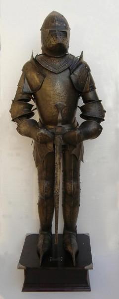 Ritterrüstung Maximillian II. mit Hundsgugel zum Anziehen Höhe 195cm