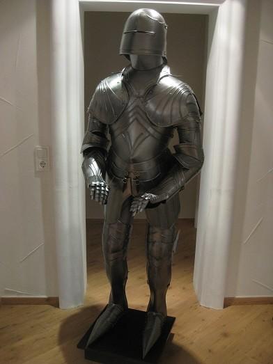 """Gotische Ritterrüstung Modell """" Maximillian II."""" Höhe 185cm zum anziehen und Showkampf"""
