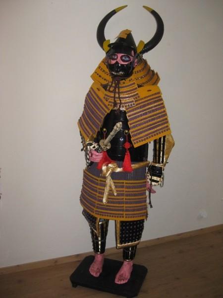 Samurairüstung von Odo Nobunnaga Mdell Big Horn , Höhe 210cm mit Polyresinfigurengestell zur Deko un