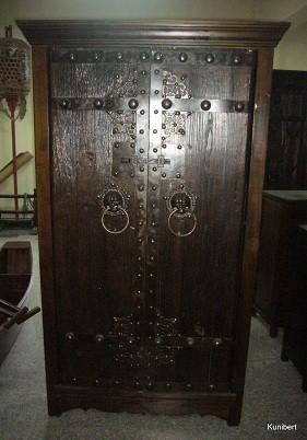 Antiker Mittelalterlicher Weinschrank mit Weininnenregal Höhe190cm