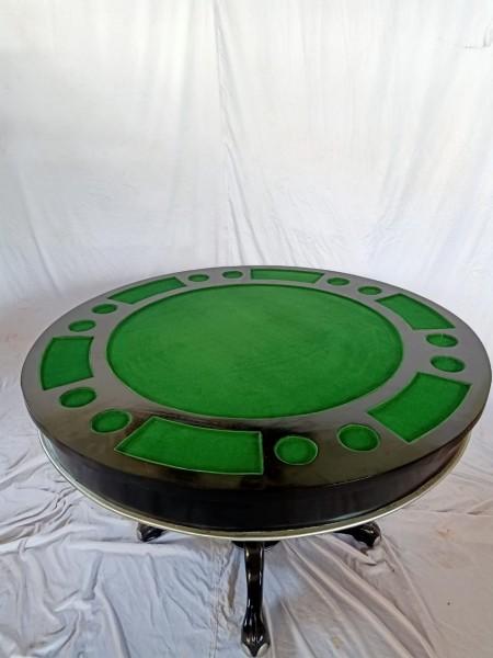 Dies ist Esstisch der durch umdrehen der Abdeckplatte zum Spieltisch/Pokertisch wird.Platte einfach