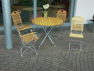 Biergartengarnitur Baden Baden verzinkt Tisch rund 100cm + 4 Armlehnensessel